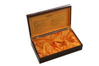 high quality wood American ginseng tablet box with satin inside and metal hinge