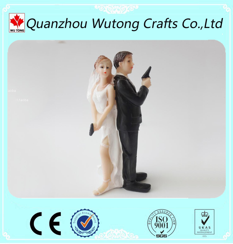 Decorative Bride and Groom Couple Figurine Resin Wedding Decoration Cake Topper