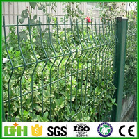 Garden Fence/Triangle Bending Wire Mesh Fence/Galvanized wire mesh fence
