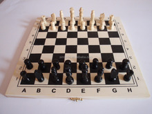 chess set ,wooden chess board,play chess games