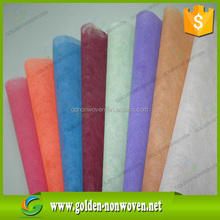 China colorful 30gsm 100% polypropylene spun bond pp non-woven.nonwoven fabric cloth roll manufacturers
