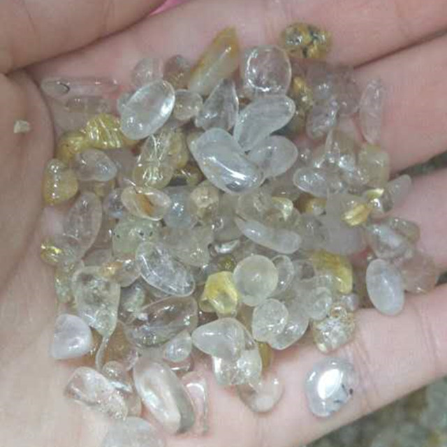 Natural rutilated quartz rough macadam