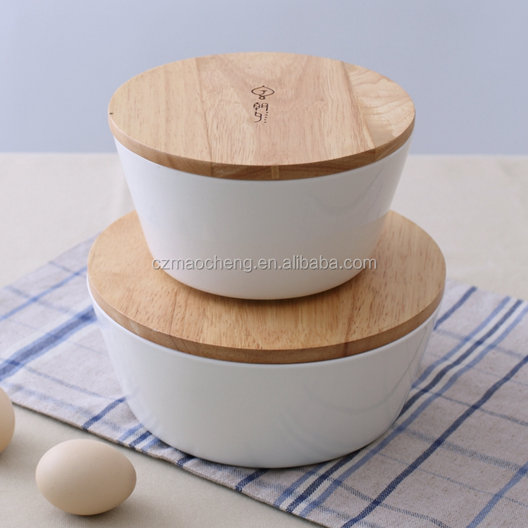 japanese ceramic noodle bowl with wooden lid