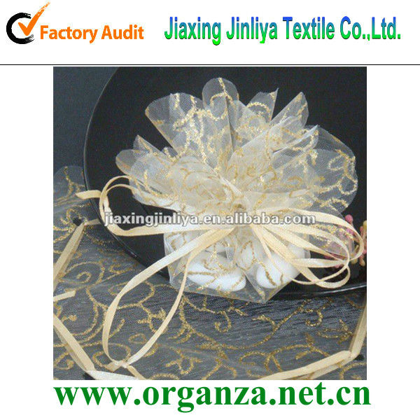 spraying organza circle for wedding