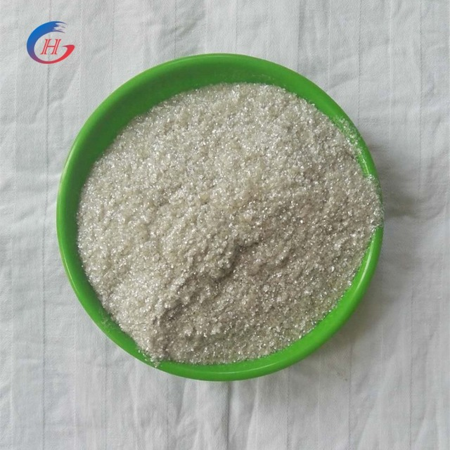 mineral muscovite makeup with thin mica