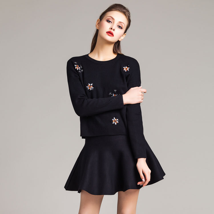 2016 Spring Fall 2 Piece Woman Suit Embroidery New Fashion Design Ladies Round Neck Sweater/A-line Skirt Two Piece Suits