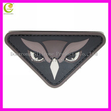 High quality customised shaped debossed/embossed oval shape sewing line logo clothing