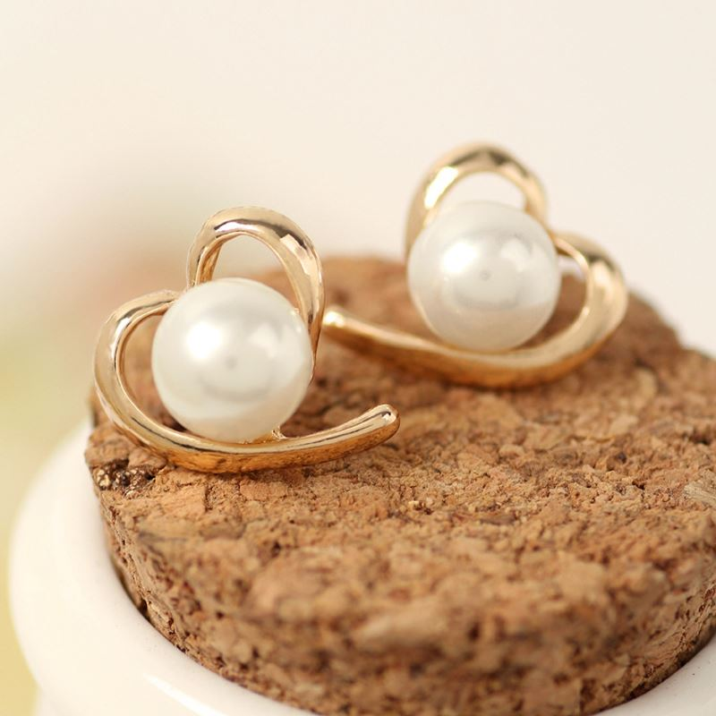 Hot Fashion Women 1 Pair Wire-Bend Imitation Pearl Heart Earring Golden Ear Stud Jewelry Gift