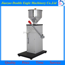 Best selling manual liquid filling machine/tomato sauce racking machine price