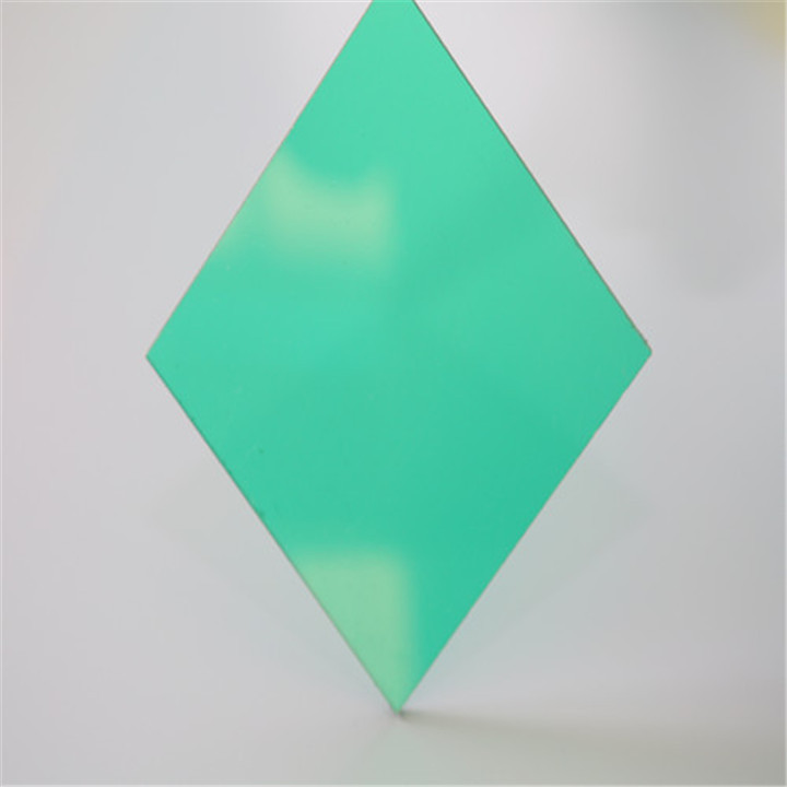 UV reflective colored polycarbonate board