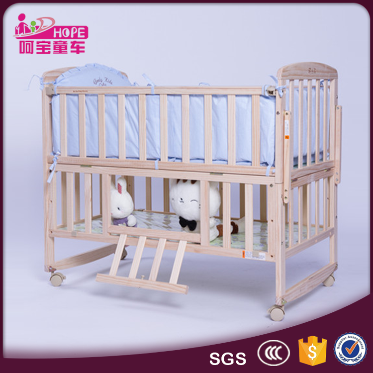 Natural Color Without Painting Safe Solid Wood Baby Cot Bed with Detachable Rail and Enlarged Queen Size
