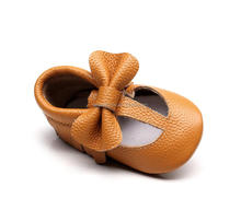 2017popular tan color t-bar baby moaccasin baby soft sole leather funny bow shoes
