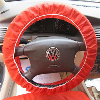 Plastic cover for aftermarket steering wheels with airbag