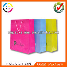 Customized color and size art paper carrier bags with logo