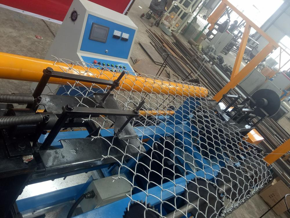 Servo Motor controlled PVC coated fully-automatic chain link fence machine weaving fence mesh