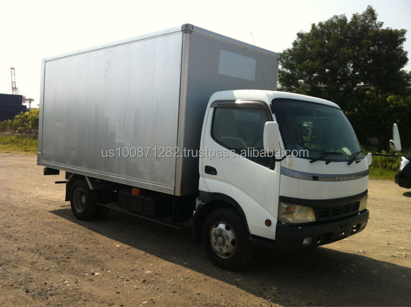 Used 2004 Toyota Dyna Van Hybrid Powered 2 ton Truck Export from Japan
