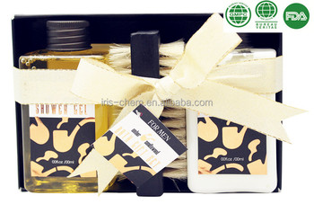 Promotional Man's Bath Gift Set with Fashion Design Shower Gel Foot Lotion Wooden Brush in Paper Box