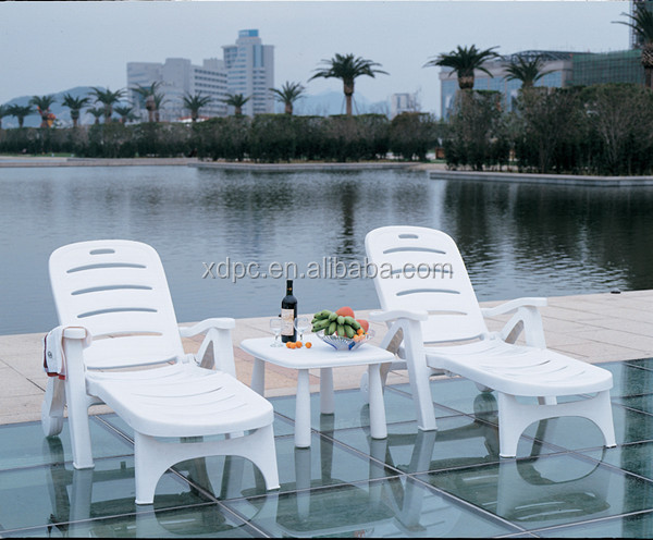 China supplier cheap grade quality white plastic folding beach lounge chairs with wheel