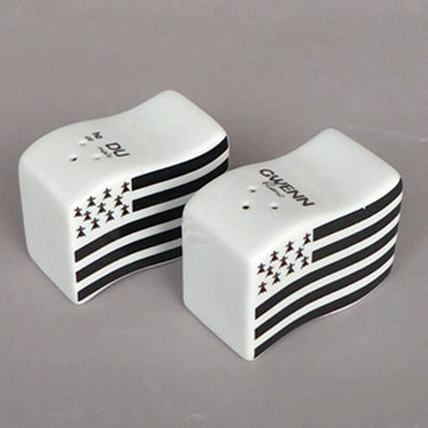 Wholesale hotel mini custom funny ceramic spice salt and pepper shaker for customized