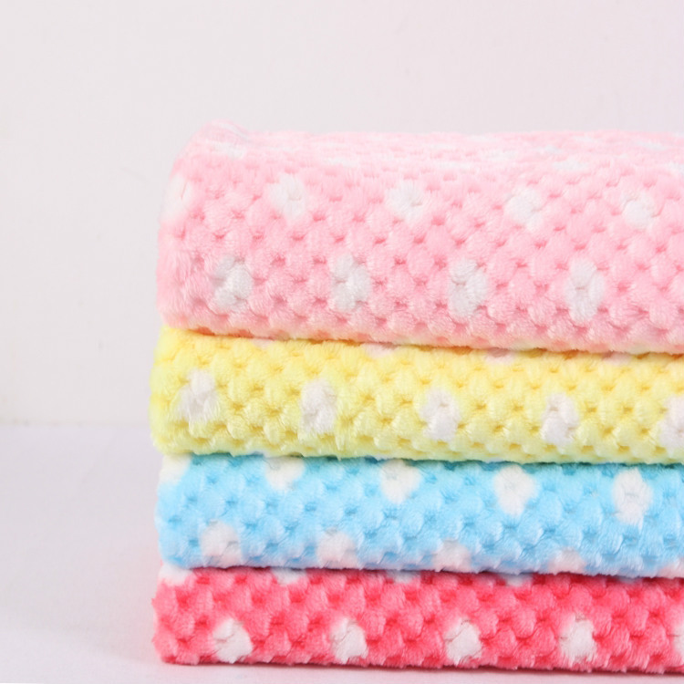 New Arrival Ultra Soft Embossing Plaid Plush Fabric Autumn Winter Slippers Garment Yarn Dyed Printing Flannel Fabric