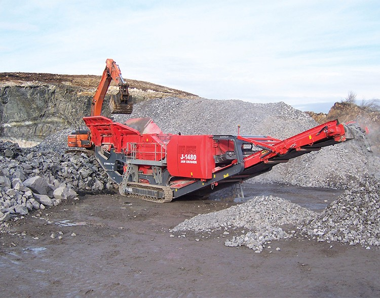Low price diesel engine mobile crusher for sale