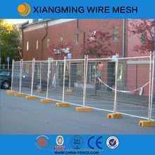 Mobile/portable/removable wire mesh temporary fence with accessories