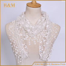women elegant white lace triangle scarf pattern