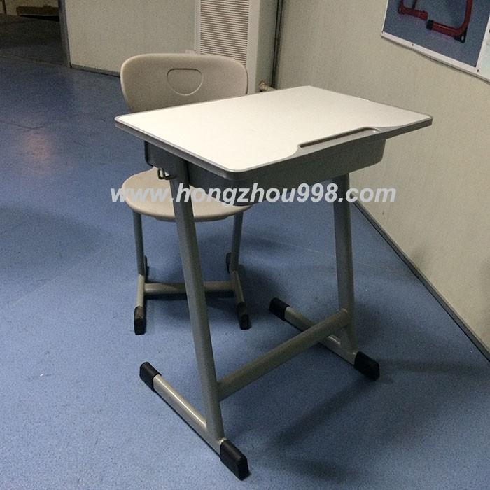 Gebruikt school meubilair plastic tafels en stoelen tweede for School furniture used