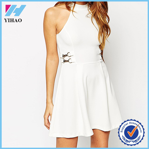 Yihao 2015 Summer New Style Ladies White Petite High Neck Swing Dress With Gold Bar Detail Fashion Sexy Casual Dresses For Women