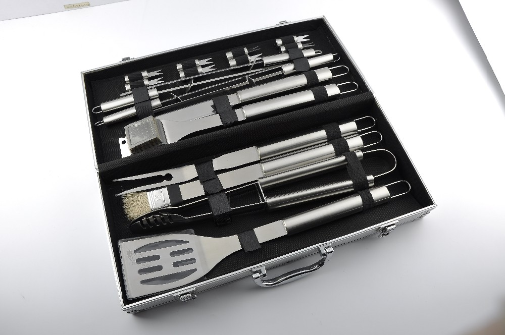 18PC STAINLESS STEEL BBQ TOOL SETS with aluminum case