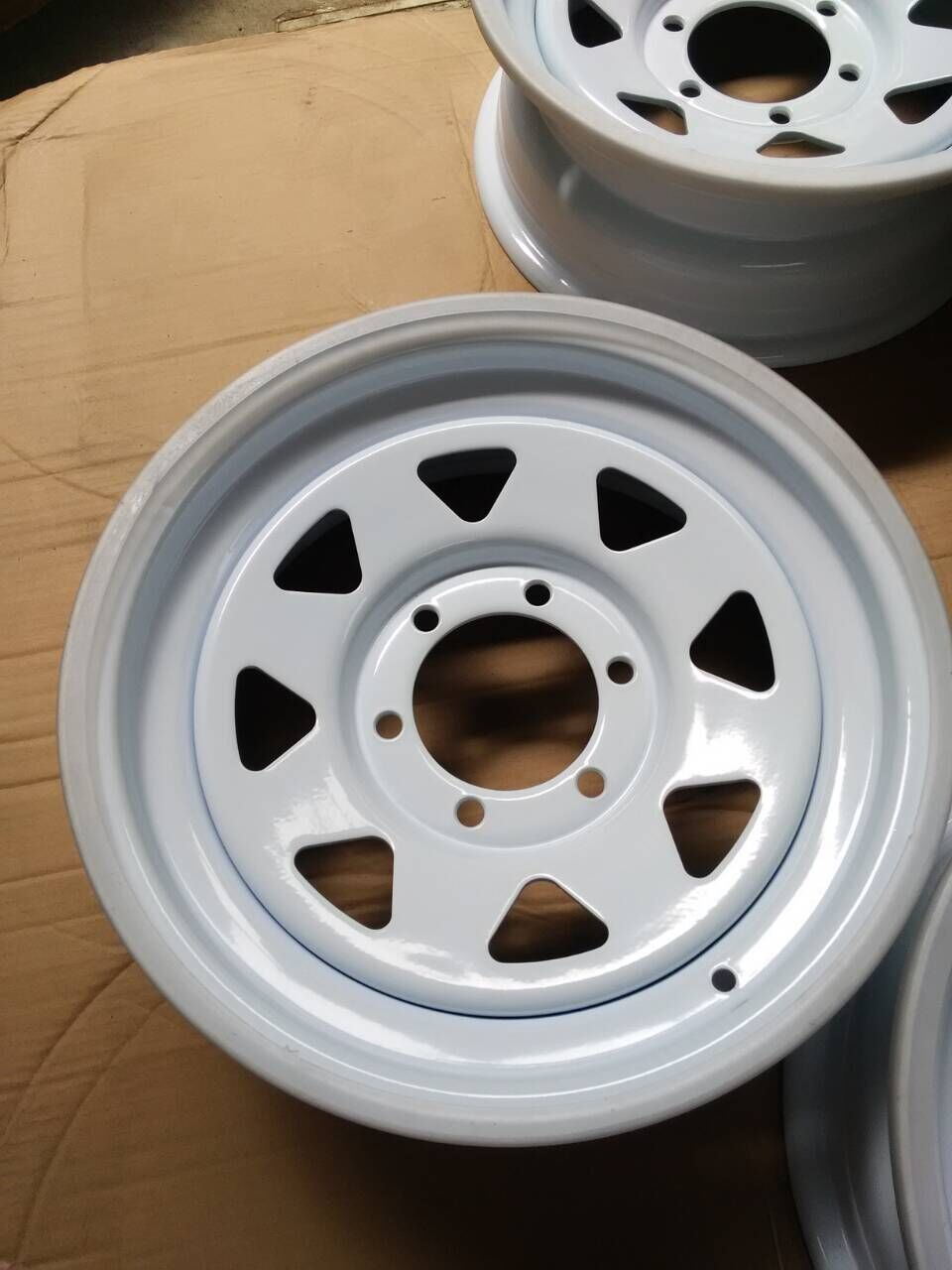 Tubeless wheel rim