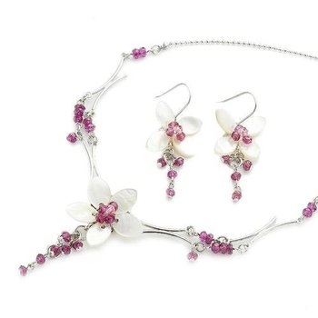 Vivid Wine Flower Necklace