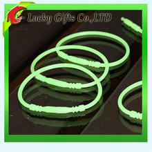 Hot sale round silicone o ring bracelet glow in the dark