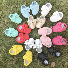 Alibaba Wholesale Soft Bottom Fashion bow Tassels Baby Moccasin 13-colors PU Leather Newborn Baby Shoes First Walkers Crib Shoes