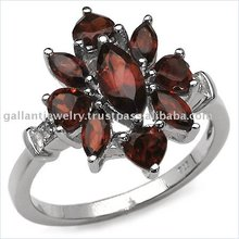Absolutely stunning and classic looking sterling silver ring in grandeur style studded with garnet gemstones!!