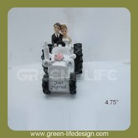 4.75'' resin bride and groom figurines