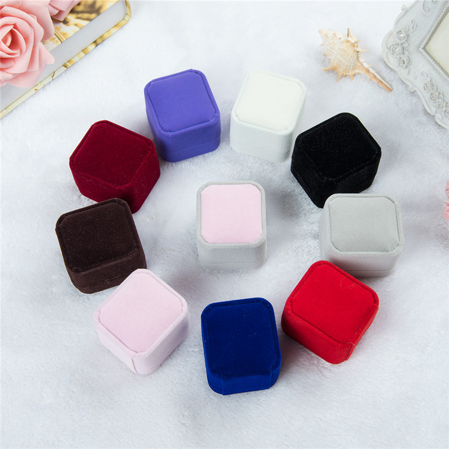 ZHZ004 Trade assurance strawberry shape velvet custom ring box Necklace earring Jewelry retro Storage Box Bridal Accessories