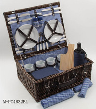 Wholesale cheap wicker picnic basket with cutlery and cheese board for 4 person