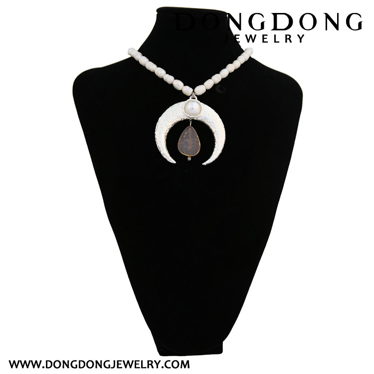 DL068 simulated pearl beads necklace moon shape pendant jewelry for women