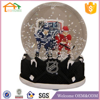 Souvenir custom made polyresin hockey player snow globe