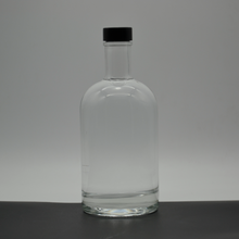 Custom Made 700ml Clear Glass Oslo Bottle With GPI Finish