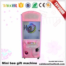 Mini Bee gift machine kids toys grabbing gift machine / toy claw crane use for Malaysia