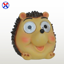 New products handmade small cute polyresin hedgehog figurine solar light outdoor garden