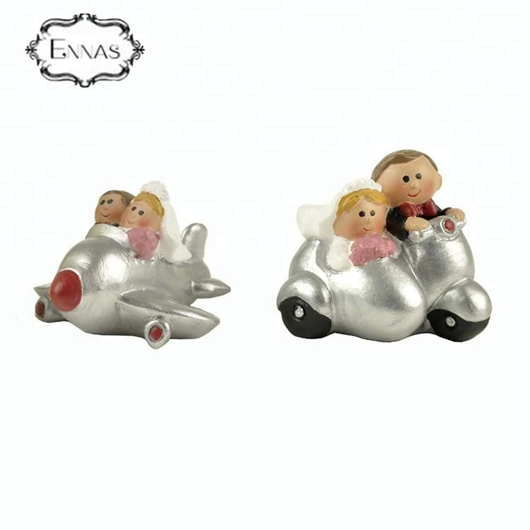 Customized cake topper resin wedding couple figurine