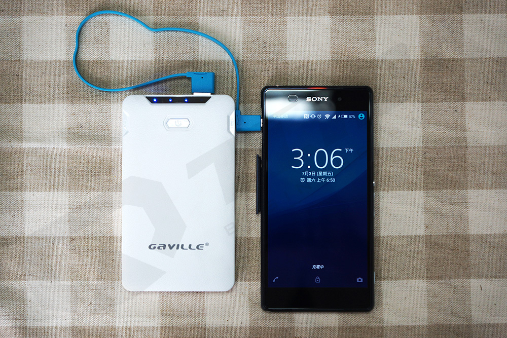 Wholesale 10000mAh GAVILLE brand Power Bank OEM Logo dual usb plastic polymer battery charger for mobile phone