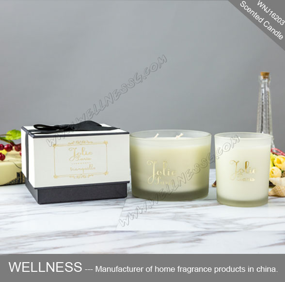 scented soy candle in glass holder for gift set