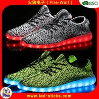 China Guangzhou Manufacturer Shoes Light Up LED Yeezy Boost 350 LED Shoes