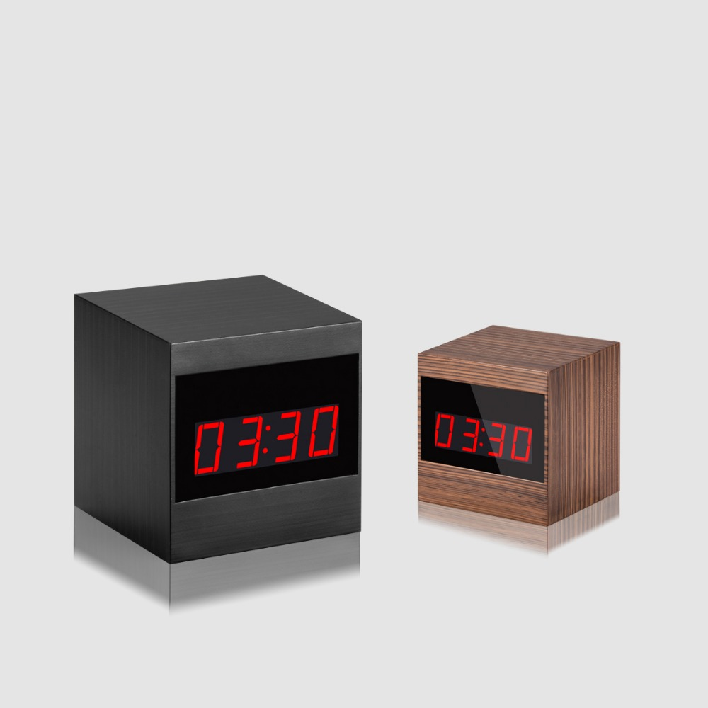<strong>A10</strong> HD desk clock hidden camera with Night Vision Infrared Remote Control Alarm clock camera