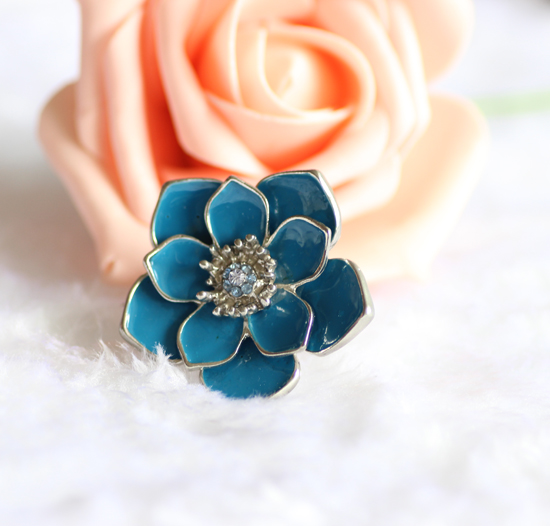Blue flower sapphire infinity ring