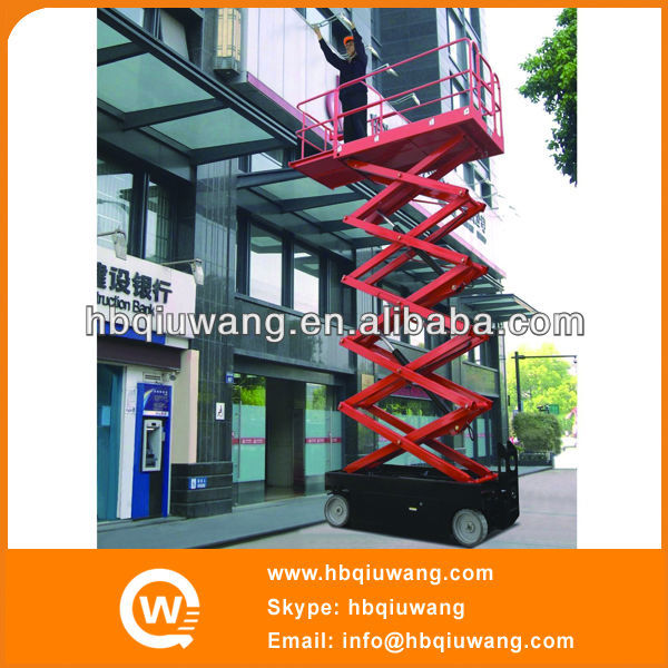 Automatic self propelled window cleaning lift